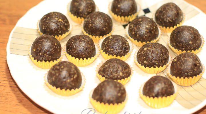 Healthy Chocolate Date & Walnut Bites