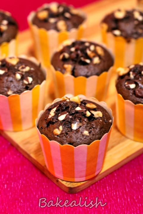 These golden brown cupcakes are moist beauties loaded with chocolate & walnuts. The coffee flavor recreates the regular muffins into flavorful muffins. Filled with the goodness of nuts these cupcakes are super moist and delicious. These Chocolate coffee walnut cupcakes are a must try if you looking for cupcake recipes which taste great and have a perfect rise