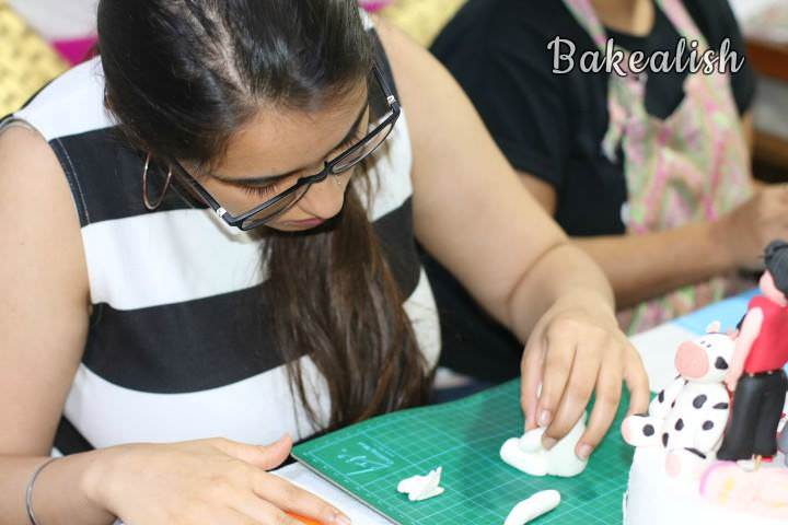 Join us at the Workshop on Fondant Figurines to learn how to create these edible figures from scratch. During this workshop, we teach you the true art of carving and working with sugar paste.