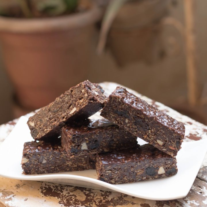 No Bake Chocolate Prunes Almond Granola Bars