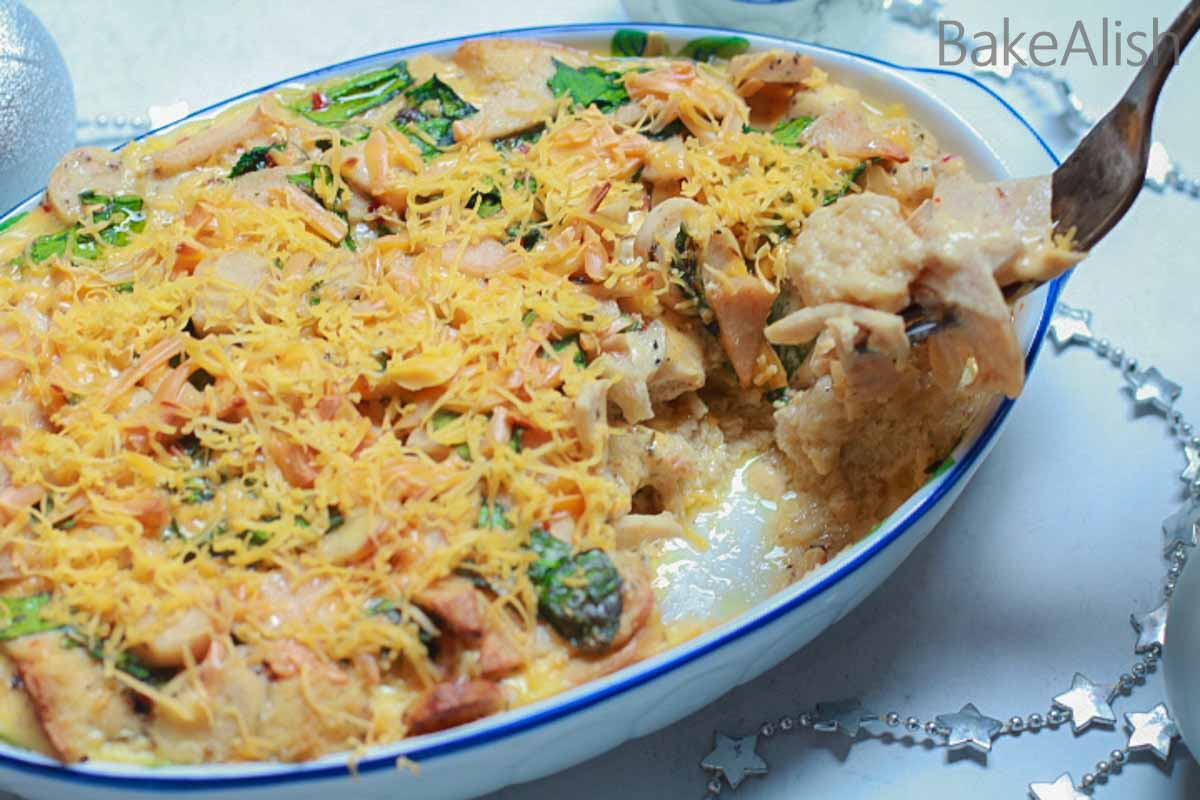 This homemade easy breakfast casserole is cheesy with a good blend of flavors. Baked with love, this recipe makes a great breakfast option and keeps you going for a busy day. Filled with the goodness of eggs, milk, spinach, and more goodness