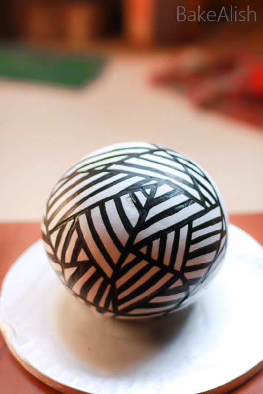One-Day certified Workshop On Hand-Painted Whipped Cream Sphere Cakes where you will learn how to cover a ball-shaped cake - Hand Painted Cream Cakes
