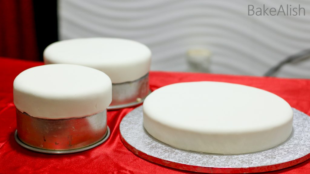 fondant and marzipan covered cakes at the class