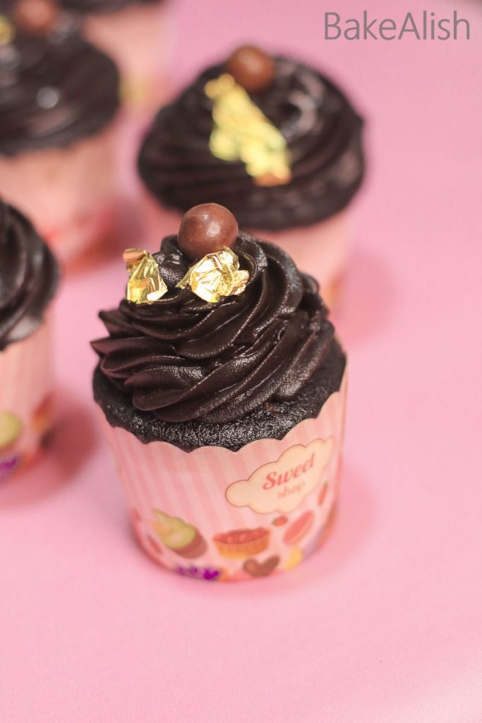 Online Workshop On Cupcakes, Frostings, Cake Pops & Cakesicles - chocolate cupcakes
